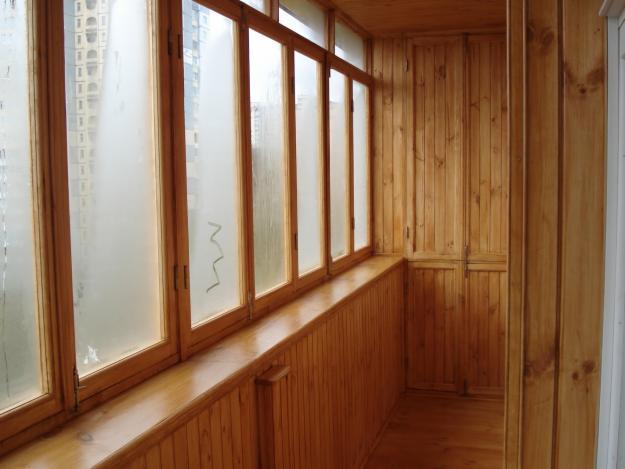 Высота и ширина балконной рамы соответствует световому проему на балконе или лоджии