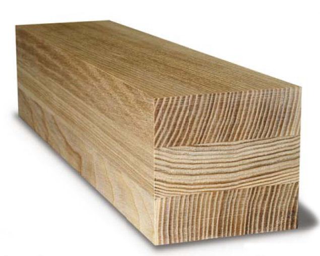 Взаимное расположение волокон древесины в рейках клееного бруса.