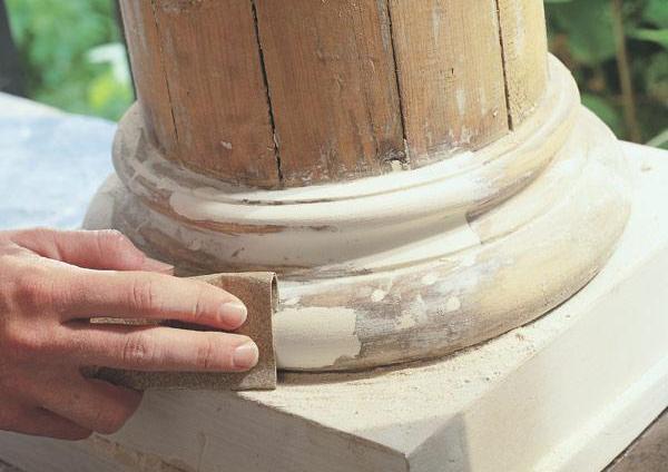 Дефекты устраняем с помощью шпаклевки, а затем шлифуем поверхность, как показано ан фото