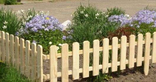 Декоративный деревянный забор для клумбы