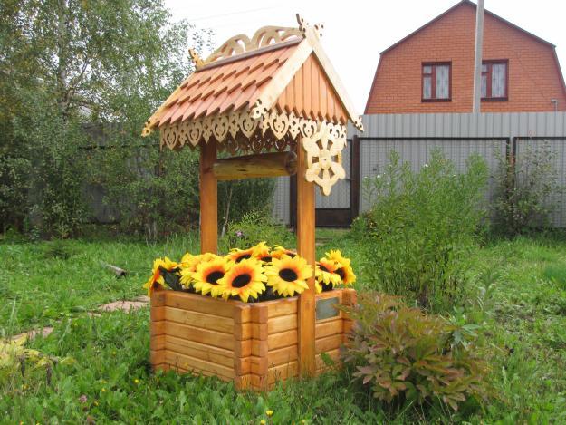 Декоративный колодец на дачном участке