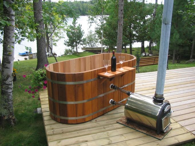 Деревянная купель с печкой может заменить привычную ванну.