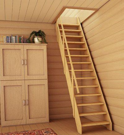 Деревянная лестница в интерьере.