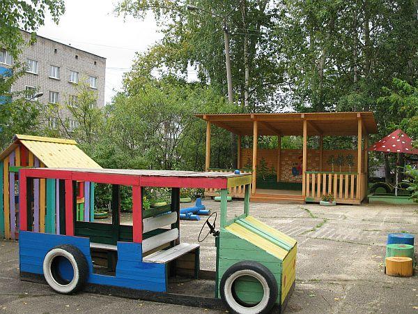 Постройки из дерева на участке детского сада картинки