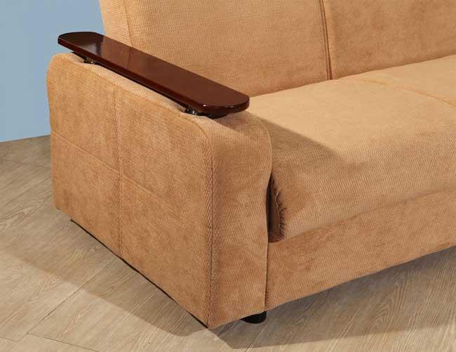 Деревянная накладка на подлокотник дивана имеют практическое значение