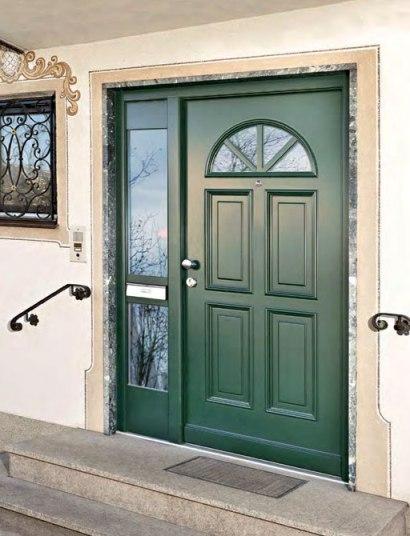 Деревянная входная дверная конструкция