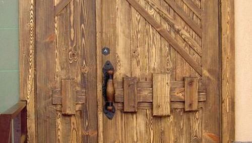 Деревянные двери под старину