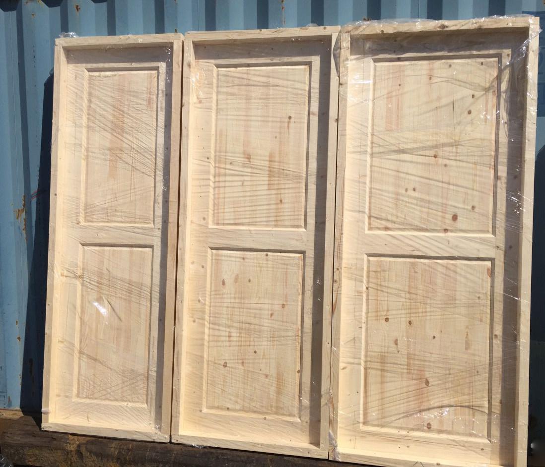 Деревянные двери с коробкой для дачи готовы к установке