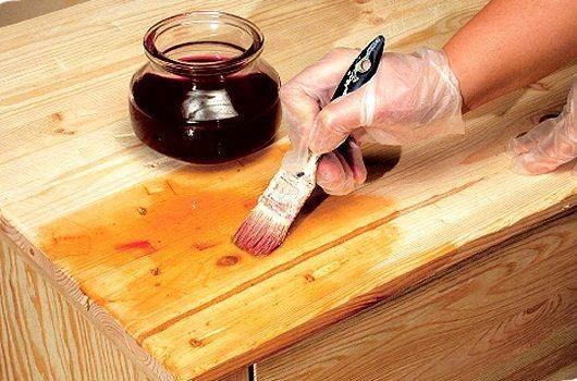 Деревянные изделия необходимо покрыть защитным составом.