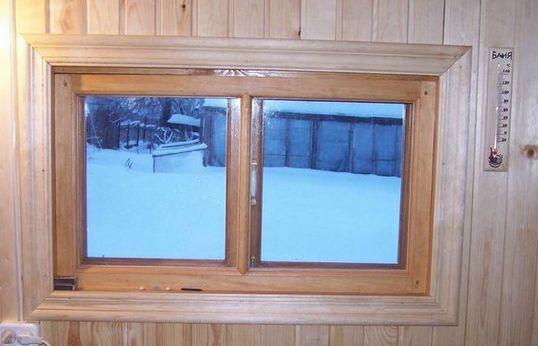 Деревянные окна для бани размером 40х60 отлично сохраняют тепло.