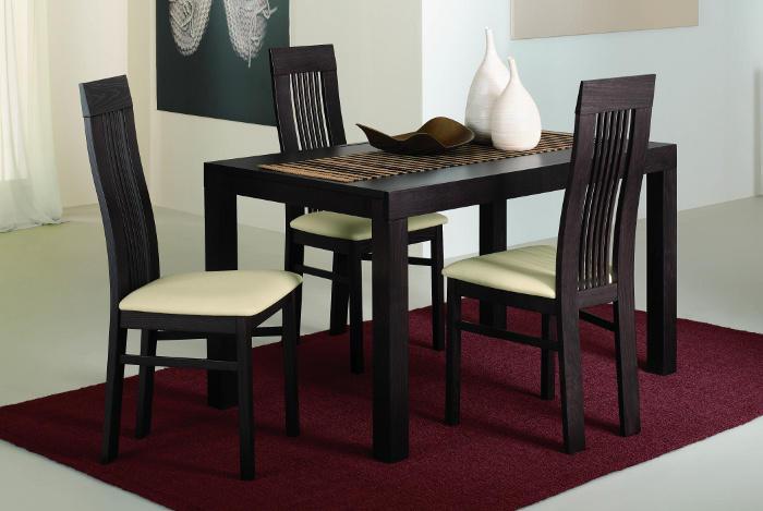 Деревянные стулья со спинкой на кухню в венском стиле.