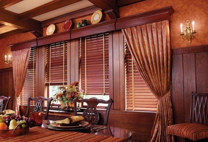 Деревянный багетный карниз в классическом стиле