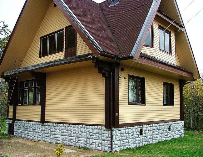 Деревянный дом после наружной обшивки