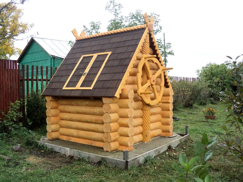 Деревянный оголовок в виде домика