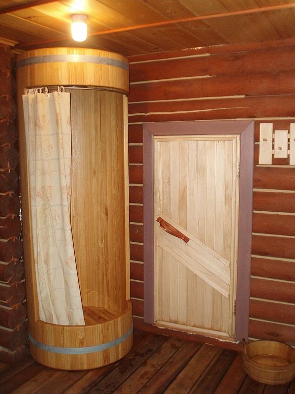 Деревянный поддон для душа 90х90 в виде кабинки-бочки.