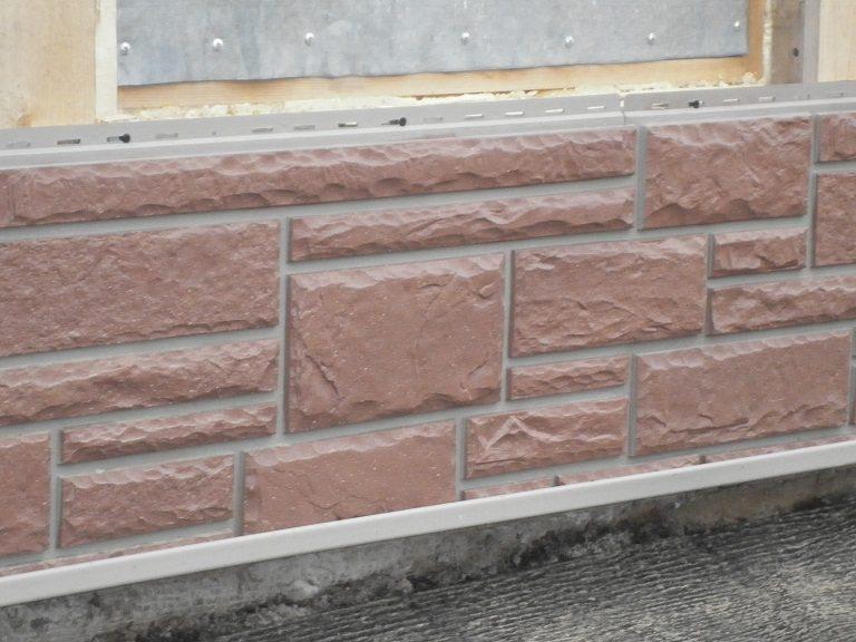 Деталь, установленная в нижней части стены
