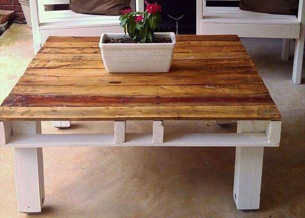 Для этого столика использована двухзаходная подставка