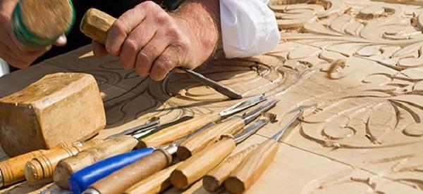 Для фигурной резьбы используются самые разные инструменты