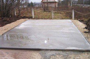 Для нестабильных почв лучшим вариантом будет использование плитного варианта, усиленного арматурным поясом
