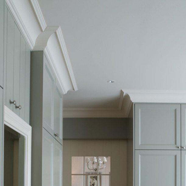 Для оформления потолков часто используют полимерные галтели