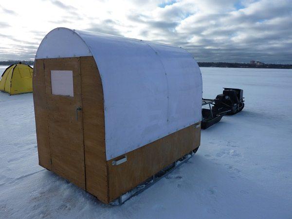 Домик для зимней рыбалки из фанеры и поликарбоната позволяет заниматься любимым хобби в комфортных условиях