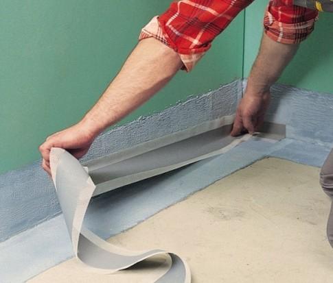 Дополнительная защита может устанавливаться уже после отделки, непосредственно перед нанесением финишного покрытия стен и пола