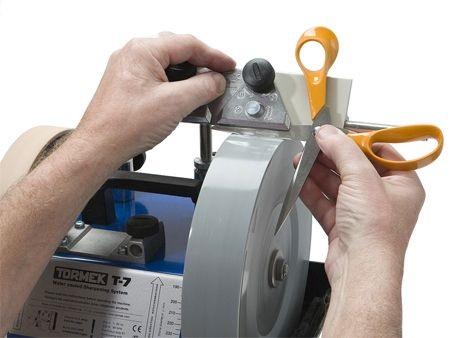 Если у станка нет кольца с градуировкой, приходится использовать подручные средства.