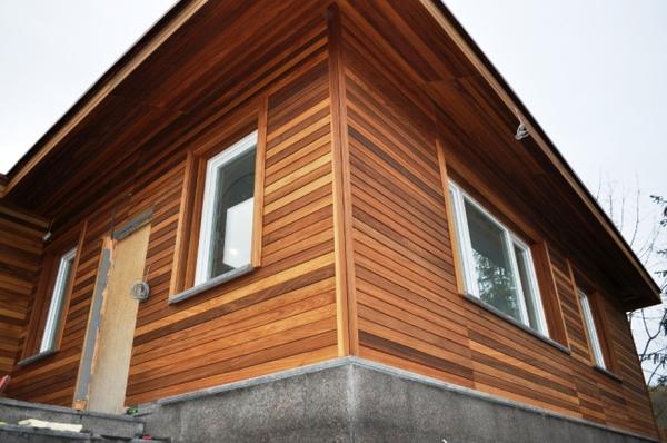 Если вы хотите сохранить «деревянным» фасад своего дома, то можно использовать материалы, соответствующие вашим интересам