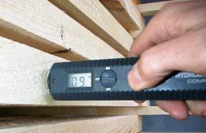 Если вы соорудили сушилку, то без измерителя влажности материала не обойтись