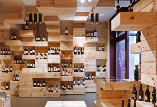 Если жилые помещения только начинают использовать подобную тару в интерьере, то некоторые магазины сложно представить без деревянных ящиков