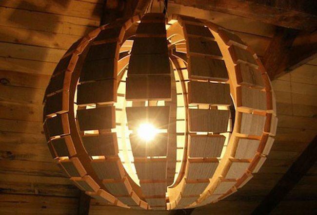 Фанерная люстра в виде сферы