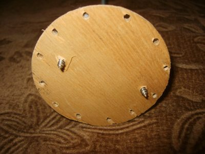 Фанерный диск с отверстиями