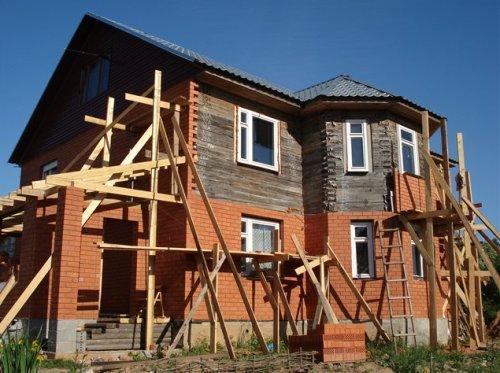 Фасадная обкладка деревянного дома облицовочным кирпичом