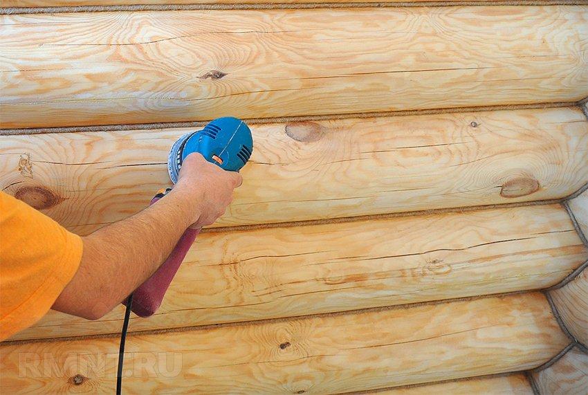 Финишная шлифовка законопаченных стен.