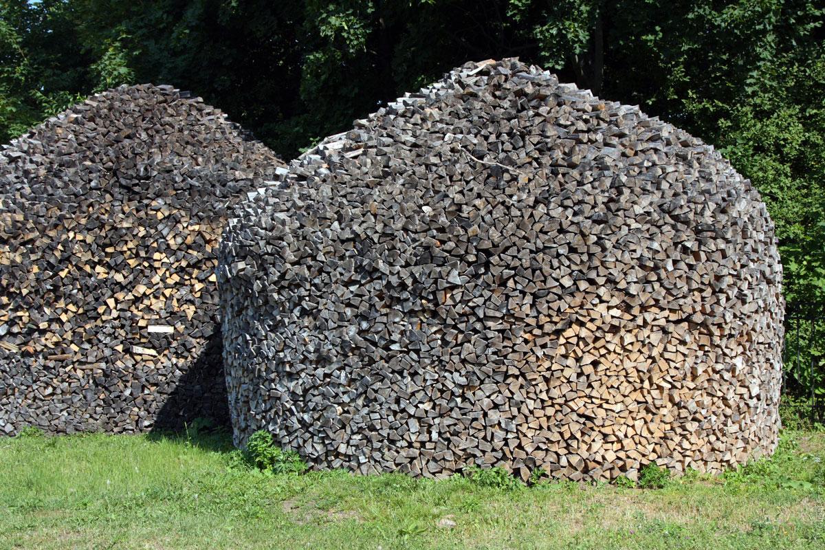Кто живет в деревне, умеет складывать такие чуть ли не с пеленок