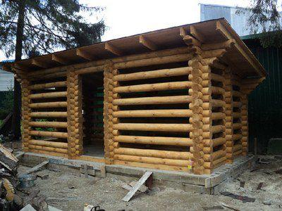 Почти идеальный вариант. Есть защита от дождя, в то же время дрова продувает ветер со всех сторон