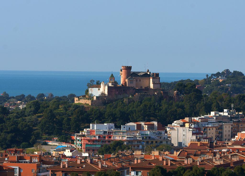 Городок Кастельдефельс находится в 20 км к юго-востоку от Барселоны