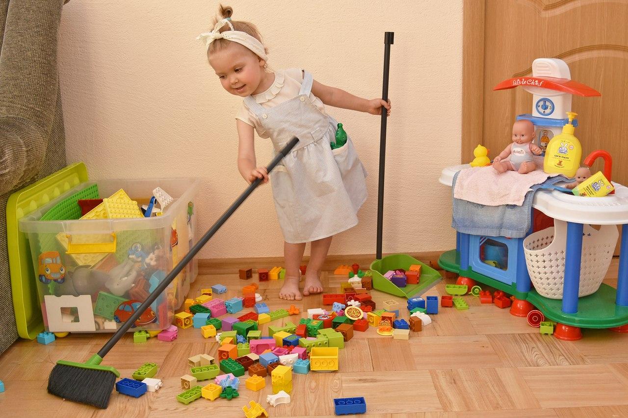 В большинстве своем дети с неохотой убирают свои игрушки