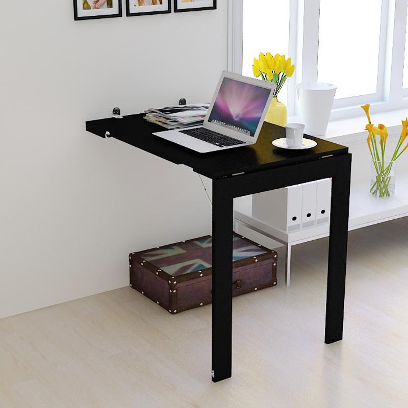 За таким столиком можно как перекусить, так и поработать
