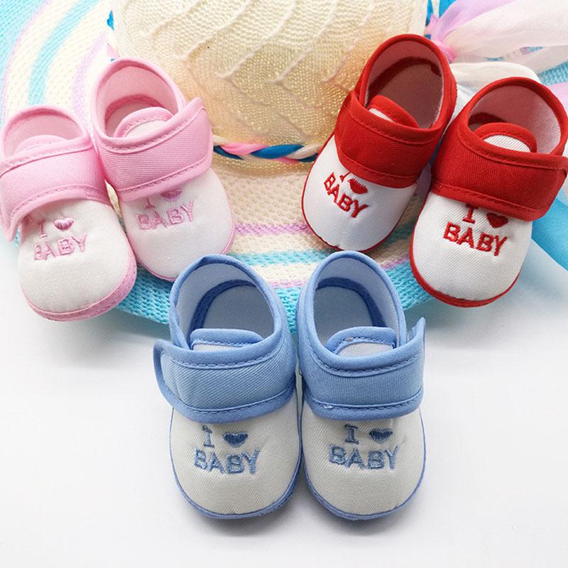Покупать обувь младенцу нет никакого смысла