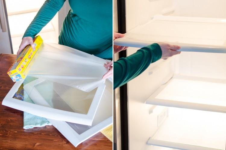 Покройте полки холодильника пищевой пленкой и вам больше не придется их мыть