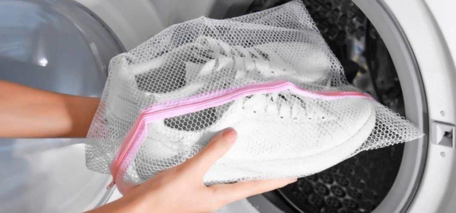Для стирки кроссовок в стиральной машинке купите специальные сетчатые мешки
