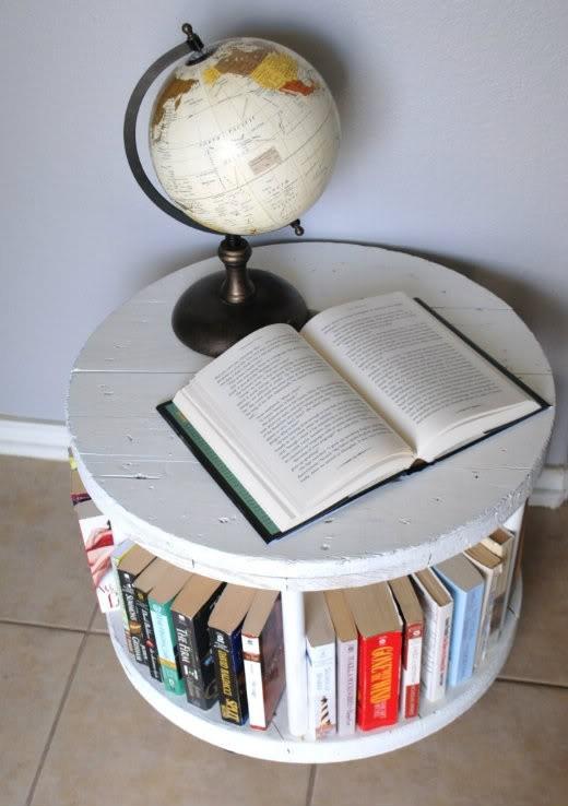 Журнальный столик с нишами для книг