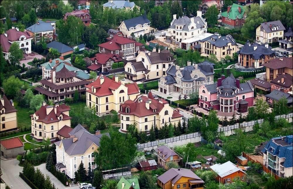 В шикарные дома на Рублевке персонал подбирают агентства