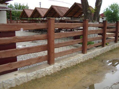 Фото ограды из дерева