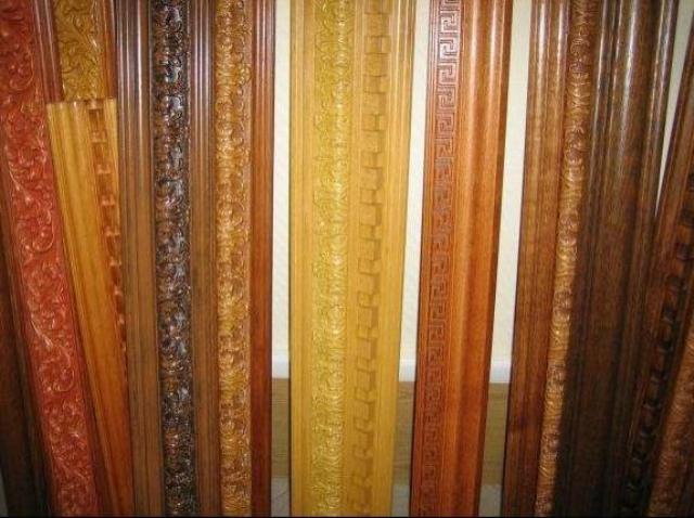 Фото пластиковых галтелей, имитирующих древесину