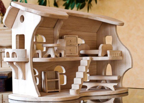 Фото реализации идеи кукольного домика.