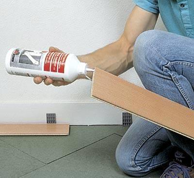 Фото реализации клеевого метода монтажа ламинатных панелей