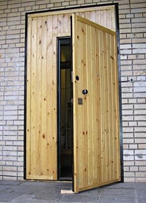 Фото тамбурных дверей из дерева