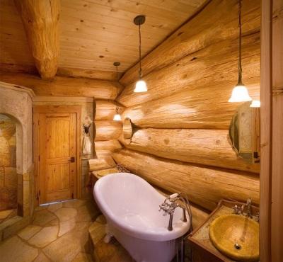 Фото ванной в деревянном срубе.